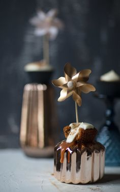 MALVA + MILKTART CUPCAKES with a caramel filling. Two traditional South-African desserts blended into one delicious pastry. #proudlysa #milktart #malvapudding #miel #meel #miel-meel #cupcakes #foodstyling #foodphotography