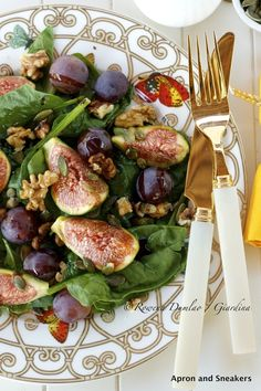 (Apron and Sneakers) Fig, Grape and Spinach Salad.