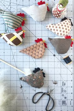 Animal Sewing Patterns, Craft Patterns, Sewing Patterns Free, Free Sewing, Chicken Pattern, Elephant Quilt, Chicken Crafts, Small Sewing Projects, Felt Embroidery