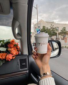Girl Photo Poses, Girl Photography Poses, Girl Photos, Creative Instagram Stories, Instagram Story, Love Romance Kiss, Cute Food Wallpaper, Wallpaper Tumblr Lockscreen, Hijab Fashion Inspiration
