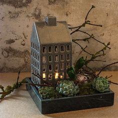 Dekorationspakke - 1 lyshus + 1 marmorfad 23 x 23 cm Green Plants, Fabric Scraps, Wonderful Time, Advent, Christmas Decorations, Basket, Wreaths, Entertaining, Halloween