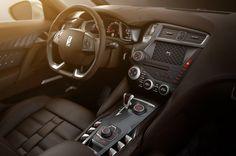 The beautiful interior design of Citroen DS5