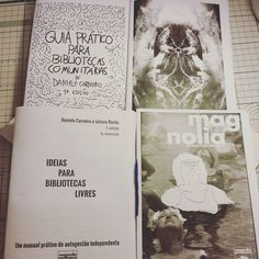 Trabalhos de um domingo chuvoso montagem e costura dos nossos livros cartoneros: Guia Prático para Bibliotecas Comunitárias livro Eles Chegaram!/No Terminal Ideias para Bibliotecas Livres e a Magnolia Zine n1. Passa na nossa loja e garanta seu exemplar fazemos tiragens limitadas de cada um dos títulos. Para conhecer nosso trabalho visite o blog Bibliotecas do Brasil: http://ift.tt/1hEfiIg #livroscartoneros #livrosartesanais #zine #magnoliacartonera #magnoliazine #bibliotecasdobrasil…