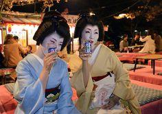34   ,a geiko ryouka san and hinagiku san drinking