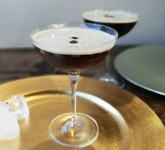 Espresso martini - golden caster sugar For the cocktail ice vodka freshly brewed espresso coffee coffee liqueur (we used Kahlua) 4 coffee beans (optional) Best Espresso, Espresso Coffee, Raspberry Vodka, Bloody Mary Recipes, Italian Coffee, Italian Espresso, Cappuccino Machine, Champagne Cocktail, Bon Appetit