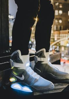 10 Biggest Spring/Summer Trends Spotted on the NYFW Runways - connecting the world New York Fashion, Men's Fashion, High Fashion, Nike Air Mag, Urban Apparel, Sneaker Trend, Nike Shoes, Sneakers Nike, Reebok