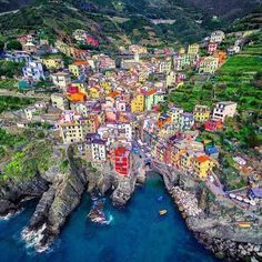Mind-blowing picture of Riomaggiore. #Liguria #Cinqueterre #Italy #Awesome