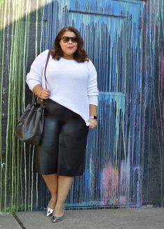 Make your shoes the star of the outfit! We absolutely love how @suitscurves styled this monochrome outfit! #OwnYourCurves