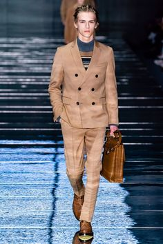 Boss Fall 2019 Menswear Fashion Show Collection: See the complete Boss Fall 2019 Menswear collection. Look 2 Mens Attire, Mens Suits, Blazers, Moda Casual, Hugo Boss Man, Fashion Show Collection, Stylish Men, Winter Fashion, Ready To Wear