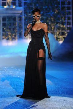 rihanna vs fashion show 2012