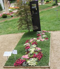 Grave Flowers, Cemetery Flowers, Smith Gardens, Cemetery Decorations, Funeral Tributes, Sympathy Flowers, Yard Design, Garden Stones, Backyard Landscaping