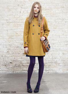 Manteau moutarde à boutonnage croisé