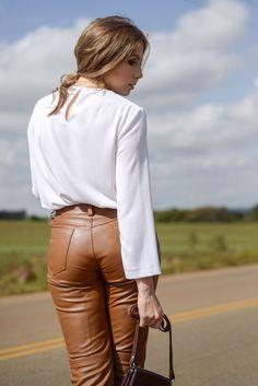 Look - A calça que aprendi a amar | SulianeVieira.com.br |  Top Zara Calça Frankie Amaury Sapato Arezzo Bolsa Aponte (comprei em uma loja de produtos de couro em Sorrento) Óculos Tom Ford