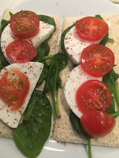Crispbread, spinach, mozzarella, tomato Indian Food Recipes, Vegetarian Recipes, Healthy Recipes, Healthy Food, Cohen Diet Recipes, Low Calorie Salad, Sandwich Fillings, Italian Dishes, Protein Foods