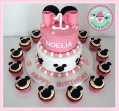 Minnie Mouse birthday cake for girls with cupcakes Minnie Mouse Birthday Cakes, Birthday Cake Girls, First Birthday Parties, First Birthdays, Girl Cakes, Cupcakes, Party, Desserts, Tailgate Desserts