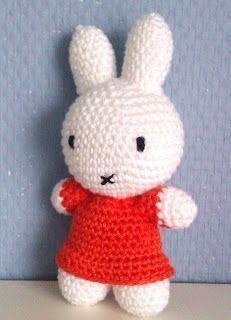 Daphne en de Wereld: Haakpatroon Nijntje Diy Crochet Amigurumi, Crochet Baby Toys, Amigurumi Doll, Crochet Animals, Crochet Dolls, Love Crochet, Crochet For Kids, Easy Crochet, Easter Crochet Patterns