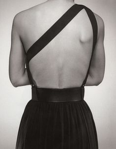 Open back dress in black