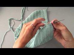 (NOW WITH ENGLISH SUBTITLES! how to crochet a halter top) Cómo tejer un bikini a crochet paso a paso. Aprende a tejer este halter top, tendencia verano 2015 . Diy Crochet Top, Top Crop Tejido En Crochet, Black Crochet Dress, Crochet Halter Tops, Love Crochet, Beautiful Crochet, Crochet Bikini, Crochet Santa, Crochet Things