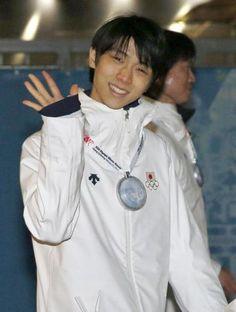 閉会式を終え、笑顔で引き揚げる羽生結弦 Photo By 共同  Yuzuru HANYU 羽生結弦