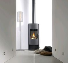 The Faber Vaska gas stove is a modern gas stove, fitted with the Faber Log Burner® a simple solution to having the benefits of a stove in your home Stove Fireplace, Fireplace Design, Gas Fireplaces, Gas Fire Stove, Wall Gas Fires, Wood Fuel, Faber, Freestanding Fireplace, Log Burner