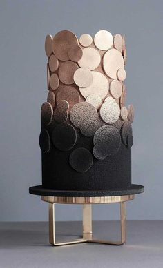 Be inspired by these pretty wedding cakes! We are having a major swoonnsesh over these gorgeous wedding cakes. These latest wedding cakes are the latest instragram wedding cake trend from fabulous artist cake designers. Black Wedding Cakes, Unique Wedding Cakes, Unique Cakes, Beautiful Wedding Cakes, Wedding Cake Designs, Beautiful Cakes, Amazing Cakes, Wedding Black, Elegant Cakes