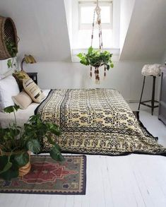 Converting simple rooms to modern bohemian bedroom styles Find and Enjoy Bohemian bedrooms on TERMIN(ART)ORS. Bohemian Bedroom Decor, Home Decor Bedroom, Bedroom Furniture, Diy Home Decor, Bedroom Ideas, Bedroom Curtains, Bedroom Rustic, Furniture Ideas, Bedroom Designs