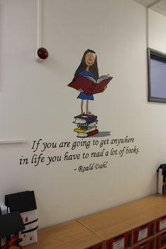 Ak chceš ísť hocikam, mne do knižnice Library Quotes, Library Lessons, Library Ideas, Library Boards, School Murals, Library Displays, Reading Quotes, Media Center, Book Nooks