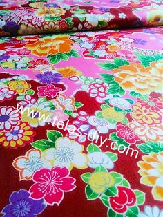 Patchwork japonés con flores asiáticas, en fondo rosa