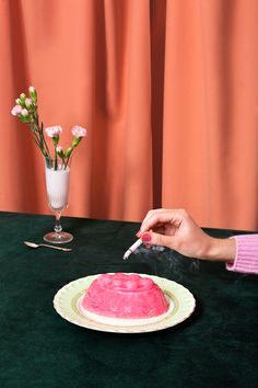 Aleksandra Kingo specialises in fashion and still life photography, concentrating on conceptual narratives, set design and art direction.