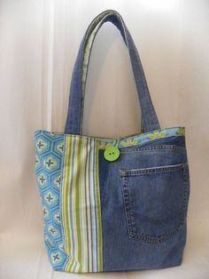Harika Kot Çanta Modelleri Wonderful Jeans Bag Models, # Is kotçantanasılyapıl # Kotçantasüsl Game I have prepared many beautiful photos for you to make bags from old jeans today. Very good for those who want to evaluate their jeans. Sacs Tote Bags, Tote Purse, Patchwork Bags, Quilted Bag, Jean Purses, Purses And Bags, Bag Quilt, Diy Sac, Denim Purse