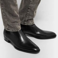 Do you want to learn how to wear all black outfits for men ? Check this this detailed post with a lot of outfit ideas you can steal from. Wearing All Black, All Black Outfit, Black Outfits, Black Chelsea Boots, Leather Chelsea Boots, Dark Red Suit, All Black Watches, Jeans Und Sneakers, Saint Laurent Jeans