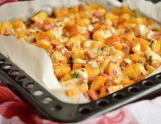 Cartofi la cuptor cu pui si cascaval Lunch Recipes, Cooking Recipes, Romanian Food, Romanian Recipes, Vegetable Recipes, Casserole Recipes, Healthy Life, Macaroni And Cheese, Good Food