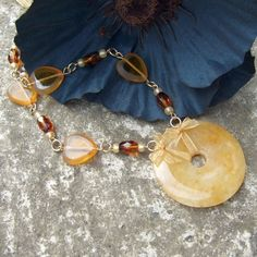 Yellow Agate gemstone pendant Necklace by Mouflon on Etsy, €40.00