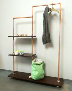 DIY Anleitung: Regal selber bauen aus Kupferrohren // diy tutorial: How to build a shelf made out of copper pipes via… Pipe Furniture, Furniture Design, Build Your Own Shelves, Pipe Rack, Diy Regal, My New Room, Decoration, Copper Pipes, Diy Tutorial