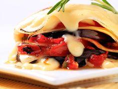 Vegetarische Auberginen Lasagne  Lasagne gefällig? Keine Sorge diese hier kommt ohne schwere Béchamel-sauce und sogar ohne Fleisch aus. Dem Geschmack tut das keinen Abbruch.  http://einfach-schnell-gesund-kochen.de/vegetarische-auberginen-lasagne/