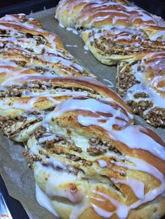 yeast braid at its finest-Nusszopf…Hefezopf vom Feinsten Nut braid … yeast braid at its finest – baking with passion - Fruit Recipes, Pumpkin Recipes, Cake Recipes, Dessert Recipes, Pastry Recipes, Dinner Recipes, Dessert Simple, Free Fruit, Easy Baking Recipes