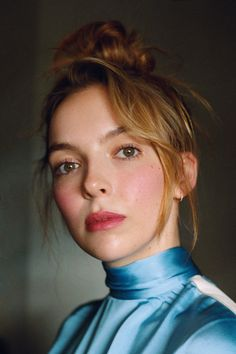 Lady Killer As TV's most captivating assassin on Killing Eve, Jodie Comer hides nothing. Pretty People, Beautiful People, Beautiful Celebrities, Olivia Bee, Arizona Robbins, Sandra Oh, Jodie Comer, English Actresses, Girl Crushes