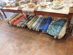 Un nouvel arrivage de tissus haut-de gamme à découvrir chez Maison Bleu Lin à partir de samedi après-midi...tous ne sont pas visibles sur la photo...surprise, surprise... A new arrival of many top quality french woven fabrics to discover in Maison Bleu...