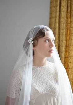 This is listing for my Venetia veil, but with some special and lovely new clips! These are so sparkly,and I love the pretty shape of them.