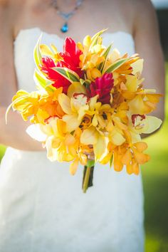 The bright and beautiful bridal bouquet! {Genesa Richards Photography}