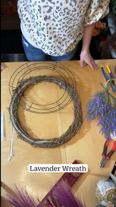 Diy Crafts For Home Decor, Diy Crafts Hacks, Diy Arts And Crafts, Diys, Diy Spring Wreath, Spring Crafts, Holiday Wreaths, Wreath Crafts, Diy Wreath