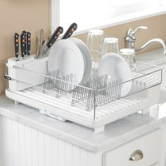 The Bon Home Heat And Dry Dish Rack looks like an ordinary dish rack, but it features a hidden fan. The appliance heats air and directs it over the dishes. Plate Racks, Dish Racks, Cleaning Day, Cleaning Hacks, Large Kitchen Sinks, Bamboo Dishes, Nice Rack, White Dishes