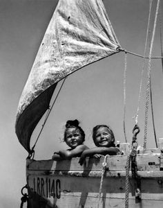 Girls boat, Ile de Ré, France in 1945 © Robert Doisneau / Rapho  http://lalettredelaphotographie.com/fullscreen/5944