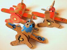 Aroeira Brinquedos Educativos: Aviões de brinquedo com recicláveis! Um barato!