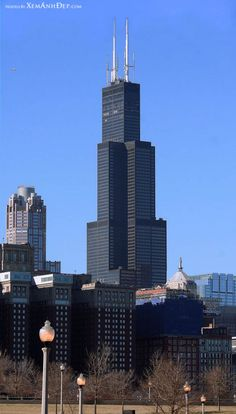 Willis Tower / Sears Tower Top tourist destination of Chicago. Skydeck and the Ledge at Willis Tower For more information. Chicago Usa, Chicago Travel, Chicago Skyline, Chicago Illinois, Chicago City, Chicago Vacation, Chicago Photos, Travel Usa, Arquitetura