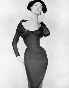 Ivy Nicholson in silk-satin cocktail sheath by Nina Ricci, photo by de Harambure, 1955 Vintage Vogue, Vintage Glamour, Look Vintage, Vintage Beauty, 1950s Style, Vintage Outfits, Vintage Dresses, Fifties Fashion, Retro Fashion