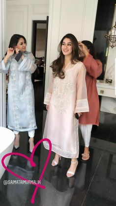 Stylish Dresses For Girls, Stylish Dress Designs, Simple Dresses, Casual Dresses, Pakistani Fashion Party Wear, Pakistani Outfits, Indian Outfits, Abaya Fashion, Simple Pakistani Dresses