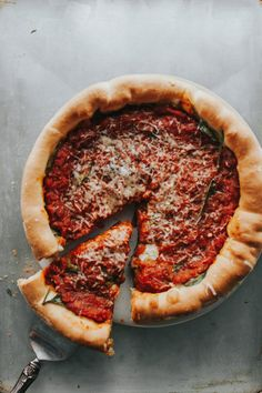 deep dish pizza-2.jp