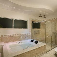 Banheiro com Banheira de Hidromassagem de Sala de banho de Aquiles Nicolas Kilaris - Viva Decora