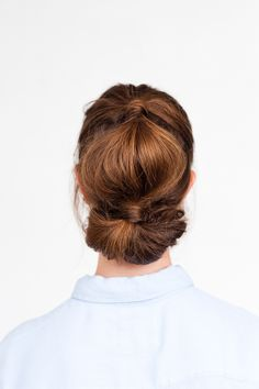 Holiday Hair, Don't Care: Simple Holiday Hair Two Ways in 10 Minutes (Paper and Stitch) Holiday Hairstyles, Messy Hairstyles, Pixie, Hair Upstyles, Updo Tutorial, Red Hair Don't Care, Hair Arrange, Hair Today, Hair Dos